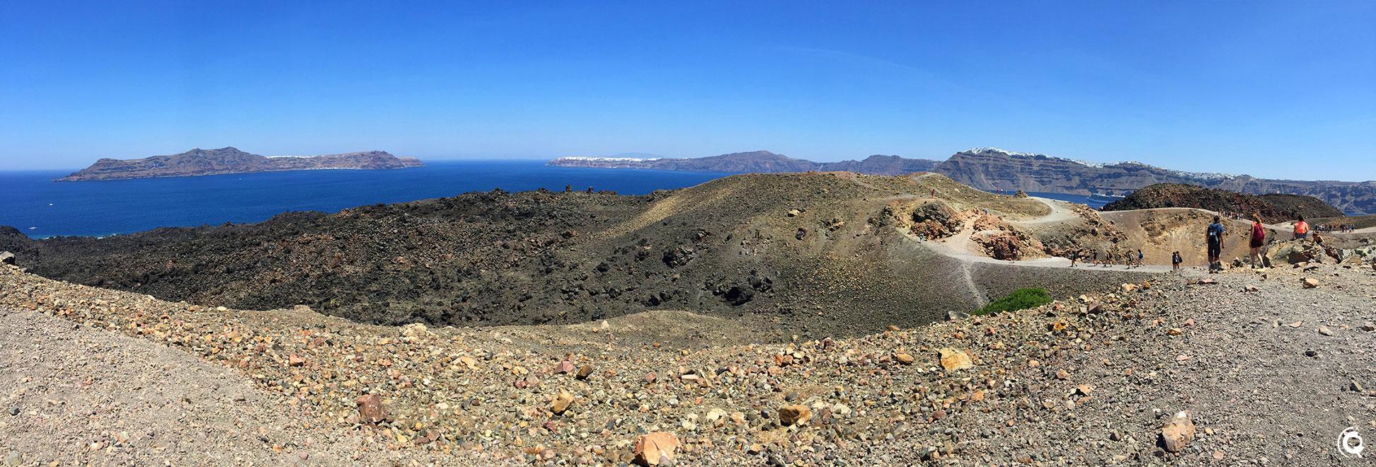 Vue depuis le sommet du volcan de Nea Kameni