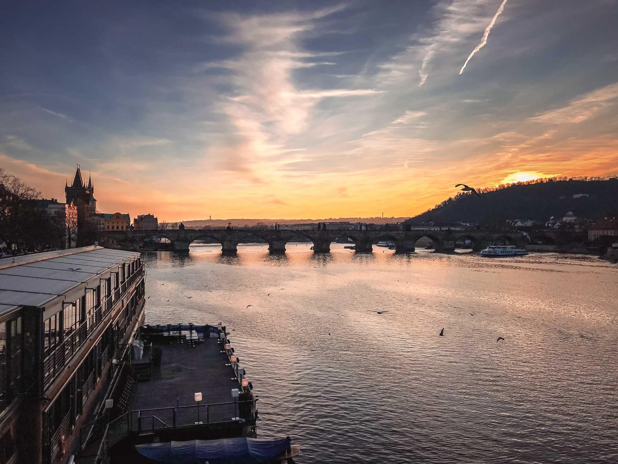 Coucher de soleil depuis le Pont Mánes  à Prague