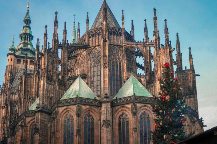La cathédrale Saint-Guy de Prague vue de derrière